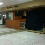 Si llegas antes de las 6 am no vas a encontrar ningún sitio para comer en la terminal.