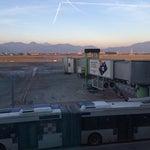 Обожаю этот аэропорт. Напротив хороший ТЦ. Чисто. Вид на горы. Улетаешь с хорошим настроением.