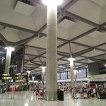 Maravilla de Aeropuerto, grande y muy nuevo. Si te pierdes puedes utilizar Google Maps en el interior.