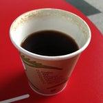 Kono pizza: чашка кофе 600 тенге, сосиска 300. Притом что то, что это... Практически не съедобное!