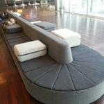 Los suecos tienen estilo hasta para diseñar los sofas de un aeropuerto. Genial forma de pasar ratos muertos.