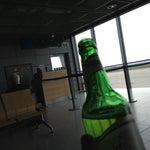 Lieber im Ankunftsbereich draussen günstig etwas trinken, denn im Abflugbereich (nach der Security) ist es teurer.
