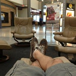 In the food court there are really relaxing lounge chairs, but only a small number