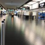 Schnell und unkompliziert durch die Kontrollen. Alles übersichtlich ausgeschildert. Ein sehr schöner Flughafen.