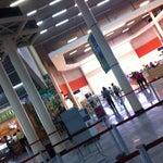 Un aeropuerto lindo!! Un calor como ninguno fuera de él! ^^
