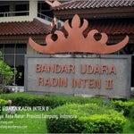 1 Plang Nama BANDAR UDARA RADIN INTEN II yg berada di dalam lokasi bandara