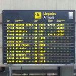 Uno de los peores aeropuertos del mundo! Gracias a la revolución.