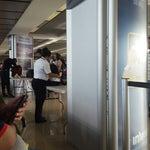 Demasiada revisión de maletas y filas innecesarias , se ponen en muchas estupideces que otros aeropuerto NO...