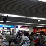 ข้างใน Gate4-5 มีร้านค้าให้ซื้อของกินระหว่างรอเครื่องบิน...ตอนนี้มี Hokkaido Milk, Dairy Queen, Zurich Bread และ Cafe Amezon กำลังจะมาเปิดจ้า