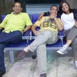 Aqui pelando bolas ya q tenemos q estar a esta hora por sobre venta d boletos de Cubana de Aviacion.