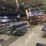 Çok sessiz ve sakin bir havalimanı tüm güvenlik geçiş işlemleri hızlı bir şekilde ilerliyor. Ancak misafir koltukları biraz az gibi geldi yoğun dönemlerde ayakta bekleme durumu olabilir.