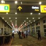Новый аэропорт хоть и сделан по современным стандартам, но в целом довольно небольшой (всего около 10 гейтов международного вылета) и ничем не примечателен. Но лучше старого ;) и есть кафе и дти фри ✈