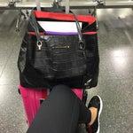 Si tu vuelo es Nacional con Alitalia lo mas temprano que puedes realizar tu checking es 2 hrs antes... mientras puedes ir de Shopping! Tiendas muy lindas😘