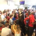Lo 👍🏻 es llegar, la salida es un caos medio organizado. Todo lo zen de este viaje se quitó con las largas filas, el poco espacio para todos. Filosofía y calma. Más Santorini 💗.