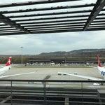 Kloten... nicht Klöten. ;-) Sehr gut organisiert nur zu wenig Sitzplätze im Fluggastbereich E