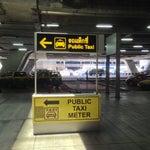 Что бы не ругаться с таксистами насчет включенного счетчика, идите вниз - там все легально и всего лишь +50฿ :)