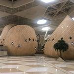 Красивый и современный аэропорт, маленький дьюти фри. Все сувениры можно купить в городе за копейки, тут ничего красивого и оригинального нет(