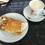A tapioca de queijo coalho no café riomar no mezanino da praça de alimentação é excelente.
