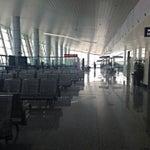 Хахаха, заходишь в аэропорт и сразу попадаешь на чек-ин)))))) да, дыра)) зато быстро!! Мак бы не помешал.....