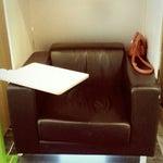 Прекрасные кабинки для ожидания! Удобные кресла, столик и розетки. Самый интимный уголок в аэропорту!
