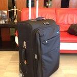 Если вы обнаружили на ленте багажа свой чемодан со сломаным колесом или оторванной ручкой, как случается очень часто, то именно в этом аэропорту вам любезно предоставят эквивалентную замену✌️😉
