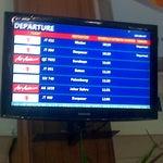 Papan Pemberitahuan Jadwal Keberangkatan Ke Tujuan Domestik Dan Internasional #HuseinSastranegaraInternationalAirport 09-12-2014 Jam 10.34 AM