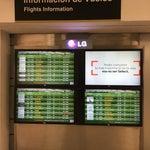 Para vuelos internacionales: Si al hacer check-in te dijeron que tienes que ir a la sala 26 para ver en que puerta sale tu vuelo, no vayas la 26, pasando la puerta 21 hay un modulo de informacion