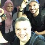 رحلة الخطوط السعودية تصل الساعة التاسعة مساءاً المطار رايق وقتها، تاكسي المطار أجرته خوالي ٢٠ دينار مايعادل ١٠٠ ريال أوبر وكريم أرخص بس لو لقيت سيارة متوفره