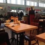 Убогонький аэропорт, радует только что народу мало и есть шоколадница с халявным ви фи, где можно зарядить телефон пока пьешь кофе