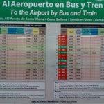 Mal mal mal! No hay ninguna forma de ir a la ciudad un sabado despues de las 15:00 ni volver. Lo unico es un taxi... Ademas no hay consignas ni al aeropuerto, ni a los autobuses ni al tren! 😠😤