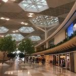 Шикарный аэропорт...видимо как и сам Баку..не думала, что прилечу,а тут такое:) ожидая свой рейс, два часа гуляла и любовалась ! Восторг)))