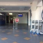 Cel mai mic aeroport ce am vazut vreodata un bar la etaj cat de cat, terminal plecari 4ghisee 2ecrane si un rent car 🙈sosiri cat o garsoniera😂cu un indicator🚏si carucioarejumate din spatiu🙈..