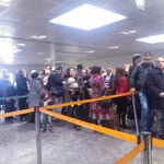 Невероятно длинные очереди на паспортном контроле даже по сравнению с нашими аэропортами... =/