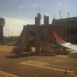 Aeropuerto ochentoso,  de Hormigón e interiores con Formica. Parece que te cruzas con Olmedo y Porcel en cualquier momento!!!