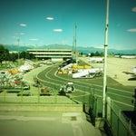 Шикарный аэропорт...все четко по расписанию и самое главное...вид на Альпы...