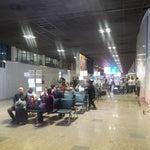 ระบบการทำงานในสนามบินของบ้านเรามันแย่ หรือผู้เดินสารเดินช้าเนี่ย รอแขกตั้งแต่เครื่องลง ตอนนี้ก็3ชั่วโมงกว่าๆแล้ว ยังไม่เจอแขก รอนานมาก