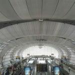 Большой и удобный аэропорт, только на прилетеле слишком большие очереди на паспортный контроль, в остальном все отлично