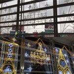 今の時期はクリスマス仕様の電飾をしていて、夜はキレイなので、飛行機に用事は無くてもよく足を運びます(*^^*){地下鉄徒歩0分で見られるルミナリエですね☆