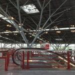 Аэропорт в Штутгарте - живой пример бионики - крышу поддерживают конструкции, напоминающие стволы и ветви деревьев :)