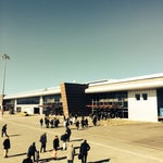 Dağların arasında şehre yakın ferah bir havalimanı. Dünyada kayak tesisine en yakın havalimanı.