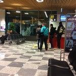 Все рядом, паспортый контроль без очереди, можно приезжать за 50 мин до вылета, если чемодан тяжелый, а так  и 30 мин хватит