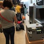 Огромные очереди на паспортный контроль!!! Прошёл регистрацию за 65 мин до вылета, паспортный контроль пройду в лучшем случае перед самым вылетом... Работают, что сырое горит!!!
