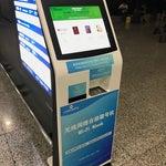 第1ターミナルの2階(到着する階)に無料Wi-Fiのパスワード発行機がある