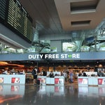 Aeroport modern & pratique. Sauf les toilettes. Elles sont loin du centre d'aéroport. Hiiiiks... hiiiikkss...