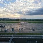 滑走路が河原にある珍し空港。展望デッキからの眺めは面白いですが、本数が少ないのが残念。