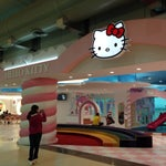 The hello kitty themed waiting lounge--every girl's dream come true!