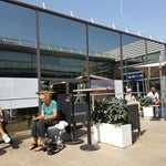 The terrace in the middle of the airport to get some sun and fresh air is a great idea...