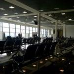 Новый терминал пустой, магазин сувениров только один и тот после досмотра, но  вцелом приятный аэропорт.