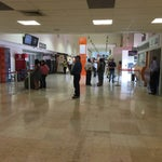 Un pequeño aeropuerto, limpio y funcional. Ten cuidado, prácticamente esta todo cerrado dentro y fuera del aeropuerto si viajas temprano o muy tarde.
