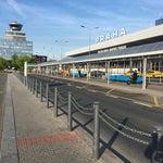 Отличный современный очень удобный аэропорт. Совершенно не напрягает путешественников. Нет очередей, есть где провести время перед вылетом, хороший и бесплатный Wi-Fi